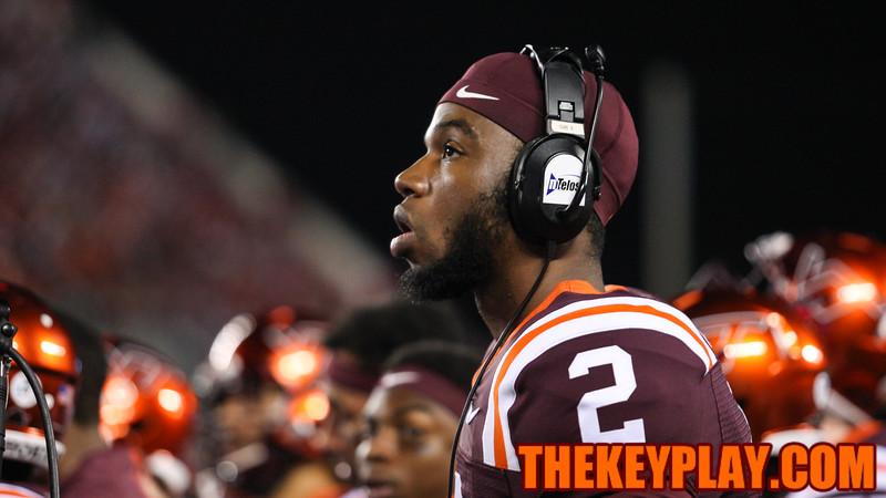 Dwayne Lawson looks on during a replay on the scoreboard. (Mark Umansky/TheKeyPlay.com)