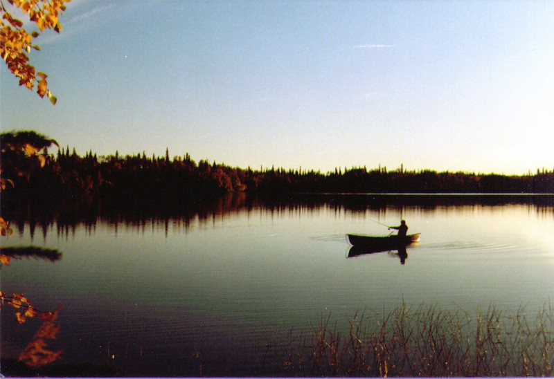 Wayne fishing on Wik Lake  03.jpg