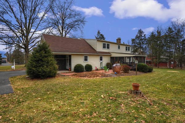 1951 Hickory Dr Harlrysville Pa