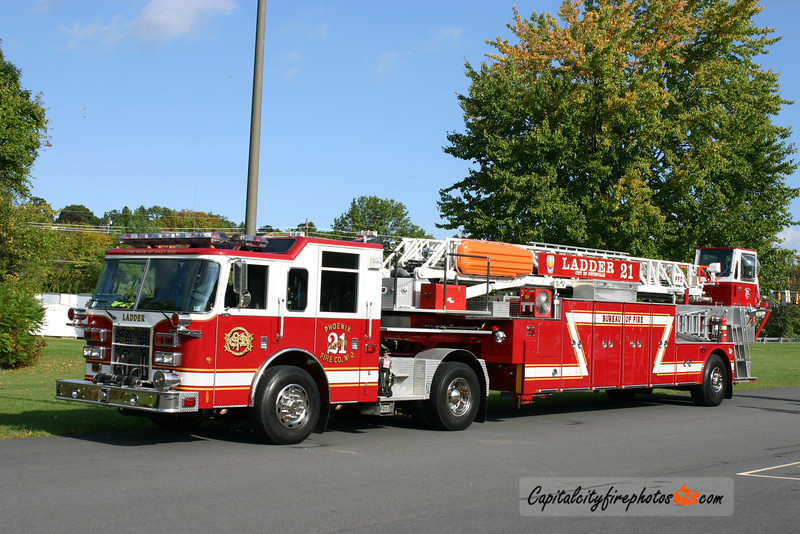 Pottsville (Phoenix Fire Co. 2) Ladder 21: 2004 Pierce 100'