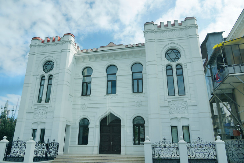 The Batumi Synagogue (Georgian: ბათუმის სინაგოგა, batumis sinagoga) is a synagogue in Batumi, Adjara, Georgia. It was built by Semyon Vulkovich in 1904.  http://en.wikipedia.org/wiki/Batumi_Synagogue.  _DSC4788