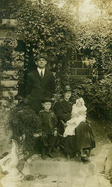 grandmaottsphotos017-2.flossie.ray.gordon.lyndon.holmes.jpg