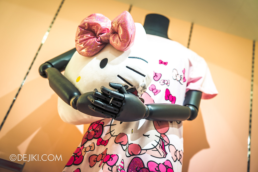 Universal Studios Singapore - Hello Kitty Studio store / Ribbon Shirt and Plush display