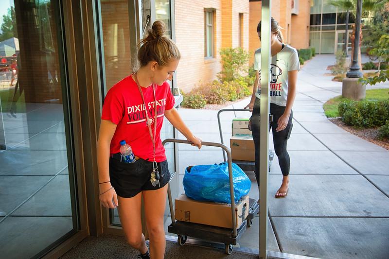 freshman move in day 2019-8859-Edit.jpg