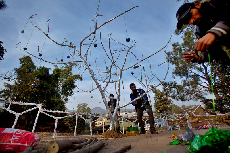 . Pakistani Christians prepare a Christmas tree at an enclosure in preparation for Christmas in Islamabad\'s slums, Pakistan, Wednesday, Dec. 24, 2014. (AP Photo/Anjum Naveed)