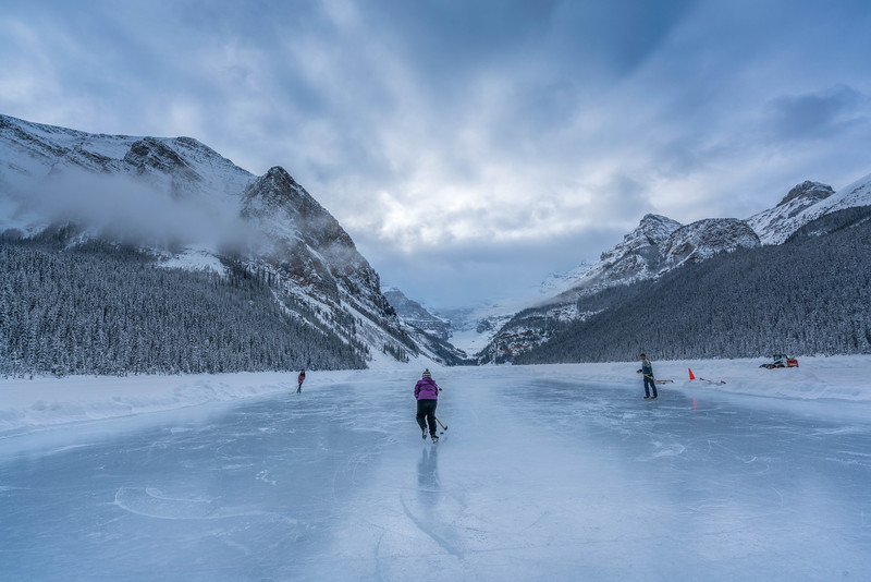 skating-on-lake-louise-1.jpg