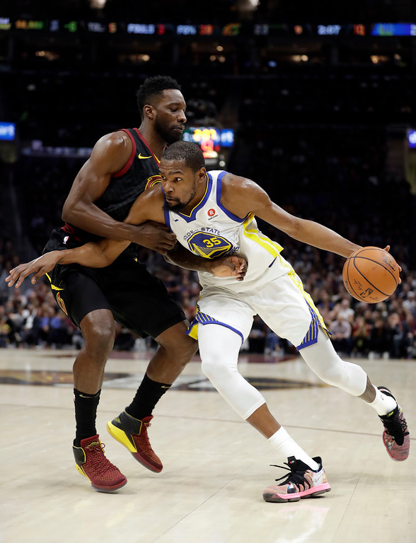 . Cleveland Cavaliers forward Jeff Green defends against Golden State Warriors\' Kevin Durant during the first half of Game 4 of basketball\'s NBA Finals, Friday, June 8, 2018, in Cleveland. (AP Photo/Tony Dejak)