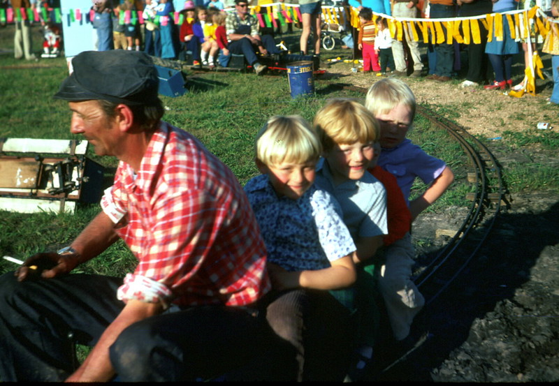 1975-11 (18) Andrew 6 yrs 3 mths & Allen 4 yrs 6 mths @ Dandenong Show.jpg