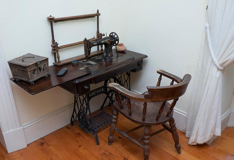 Nice sewing machine setup.
