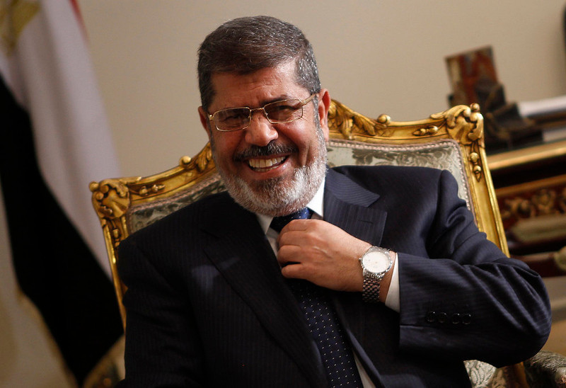 . Egypt\'s President Mohamed Mursi laughs during his meeting with U.S. Secretary of State John Kerry at El-Thadiya presidential palace in Cairo March 3, 2013. Kerry said on Saturday it is vital that Egypt revive its economy and that the country\'s fractious political parties reach agreement on painful economic reforms to secure an IMF loan. REUTERS/Amr Abdallah Dalsh