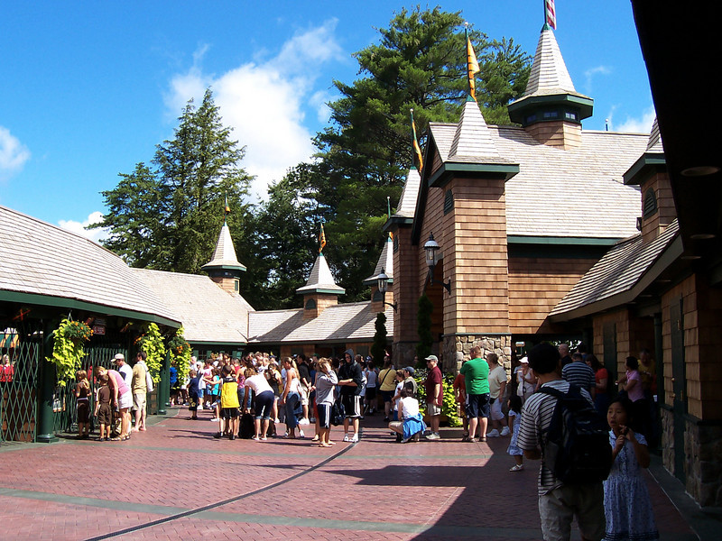 Here's the crowd waiting for rope drop.
