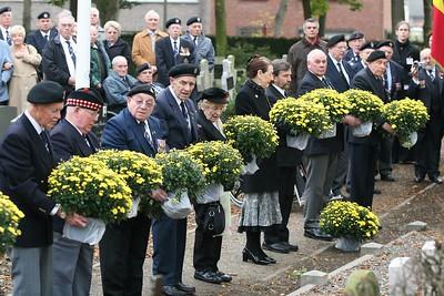 Bevrijdingsherdenking 2007 - Aan de begraafplaats