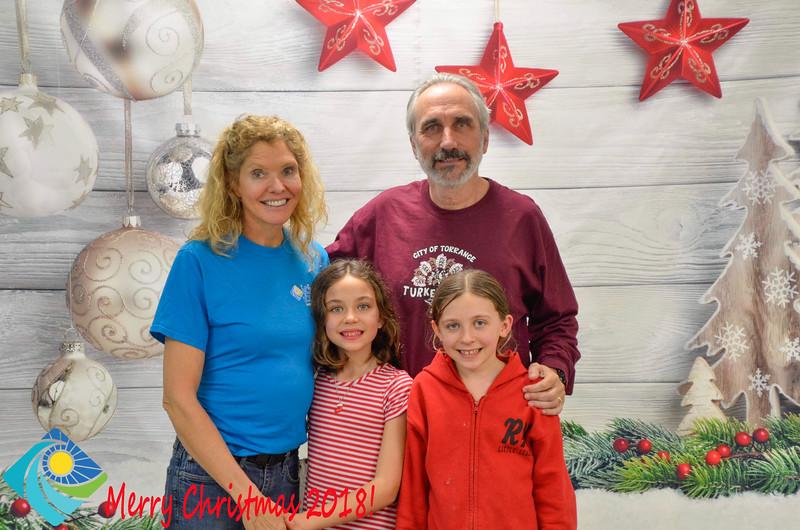 Christmas Photobooth 2018-059_01.jpg