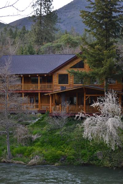 Applegate Lodge and Restaurant