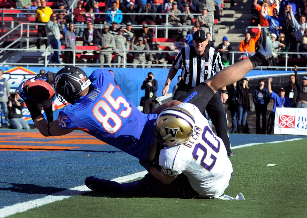 Description of . Boise State's Holden Huff (85) gets by Washington's Justin Glenn (20) for a first-half touchdown during the MAACO Bowl NCAA college football game on Saturday, Dec. 22, 2012, in Las Vegas. (AP Photo/David Becker)