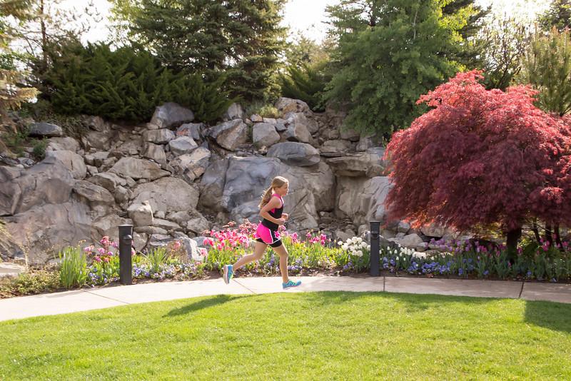 TulipFestHalfMarathon_Runners_Gardens_2015_IMG_5370.jpg