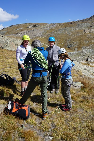 Swiss Semester Guide Christoph helping Hannah, Lachlan, and Ms. Brouillac with the rope