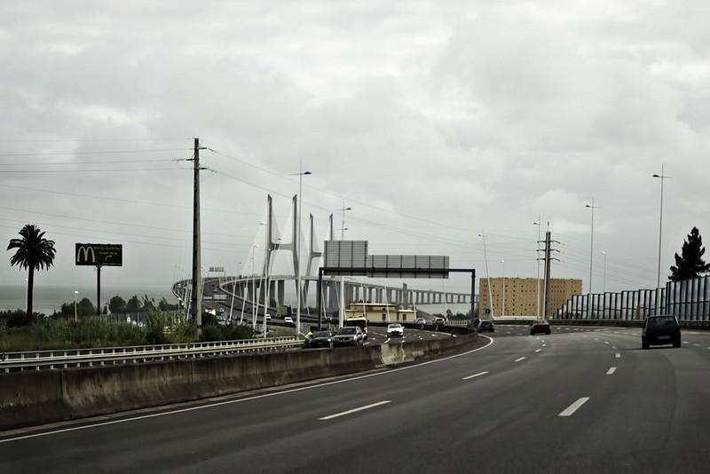 Blížíme se k mostu Vasco da Gamy, nejdelšímu mostu v Evropě