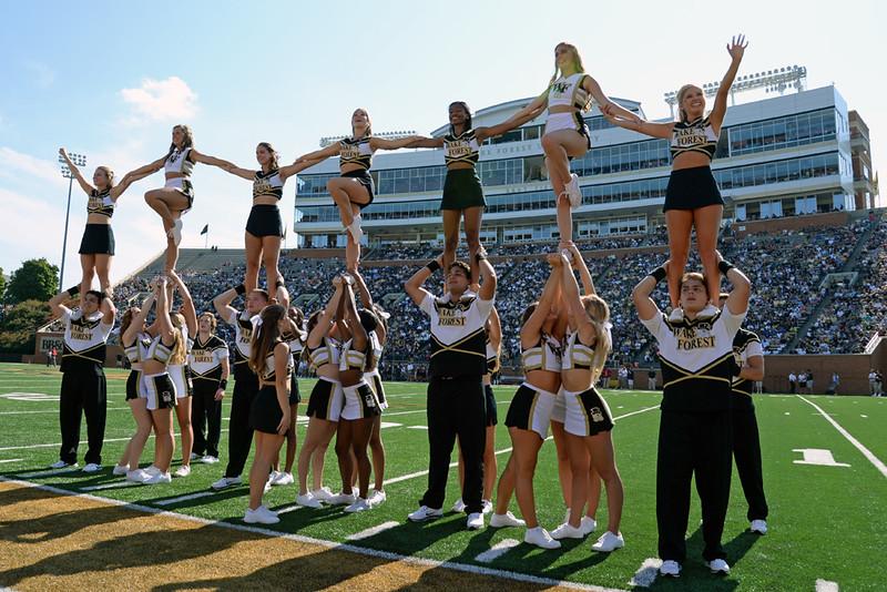 Cheerleaeder pyramid.jpg