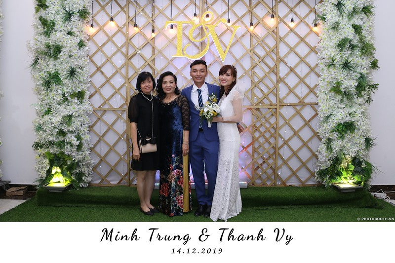 Trung-Vy-wedding-instant-print-photo-booth-Chup-anh-in-hinh-lay-lien-Tiec-cuoi-WefieBox-Photobooth-Vietnam-133.jpg