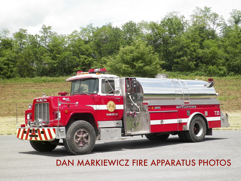 MIFFLINTOWN HOSE CO. TANKER 23 1988 MACK/4GUYS TANKER