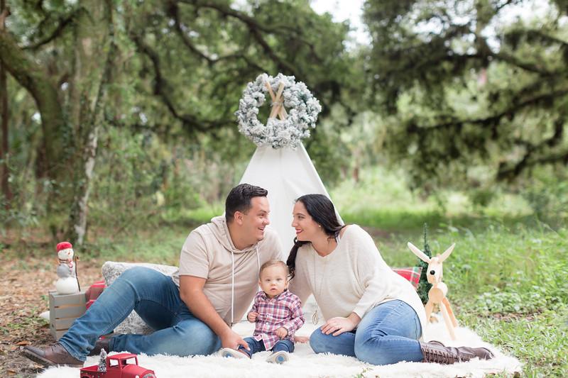 Holiday Minis- Acosta Family-33.jpg