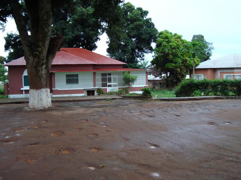 Dundo 2009  Rua 6 - K 231 e 233  (Casa dos Adalbertos em frente aos escritorios)