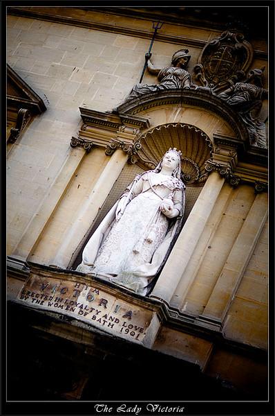 Queen Victoria Statue in Bath (80523476).jpg