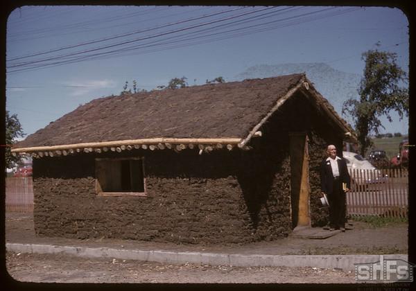 Pionera - sod house. Saskatoon 07/06/1955