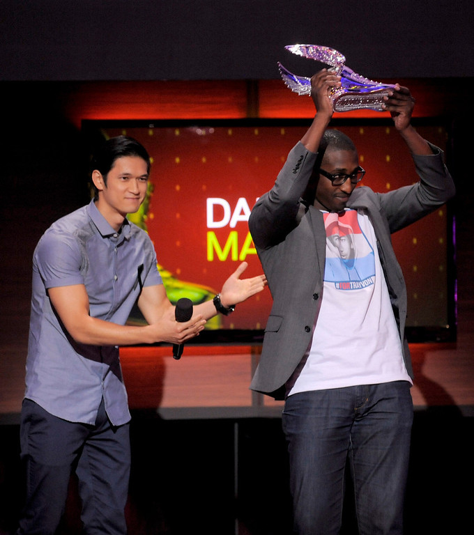. Harry Shum Jr., left, presents an award to nominee Daniel Maree at the Do Something Awards at the Avalon on Wednesday, July 31, 2013, in Los Angeles. (Photo by Chris Pizzello/Invision/AP)