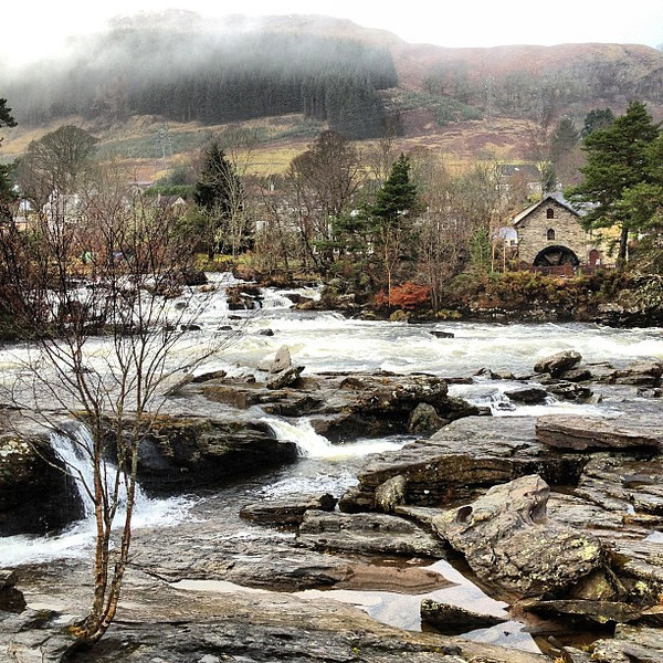 A wee inn amidst the Scottish highland mist. Falls of Dochart, #Scotland #blogmanay