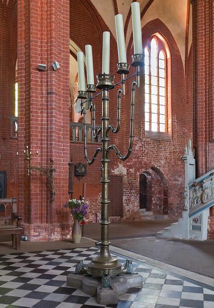 Werben, Johanniskirche, Standleuchter, Messingguss (Hermen Bonstede, 1488)
