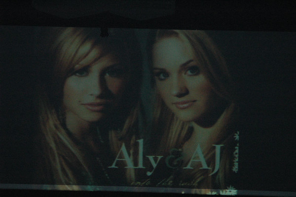 Aly&AJ(12_22_05)
