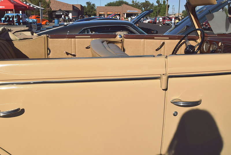 Ford 1938 4 dr conv Deluxe side lf.JPG
