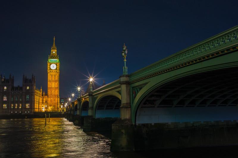 Westminster Bridge at night.jpg