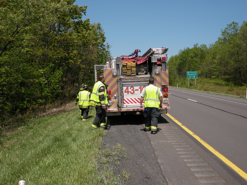 foster township interstate 81 vehicle accident 5-13-2010 020.JPG
