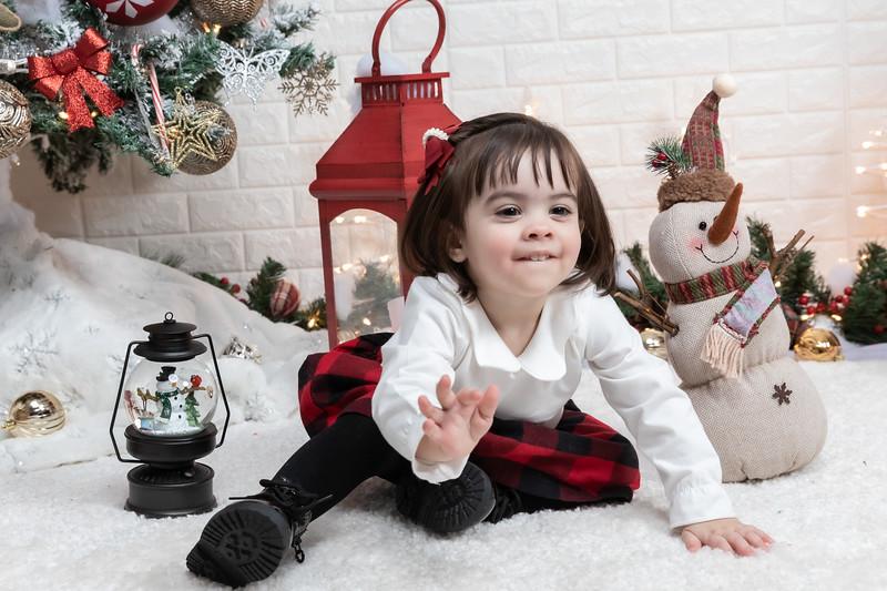 12.21.19 - Fernanda's Christmas Photo Session 2019 - -33.jpg