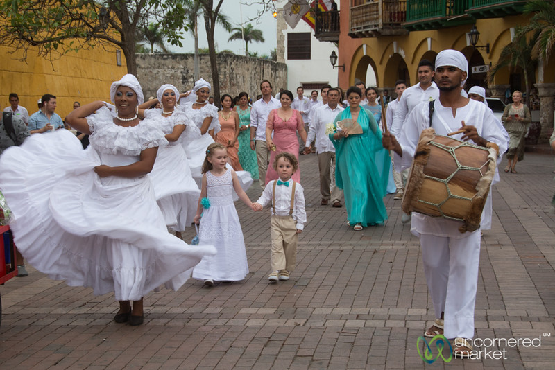 Wedding Time at Plaza de la Aduana - Cartagena, Colombia