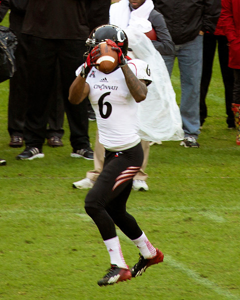 McDuffey catches a pass for Cincinnati.