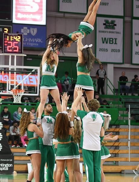 cheerleaders3211.jpg