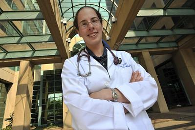 26233 Sharon Maas environmental portrait Ruby Hospital