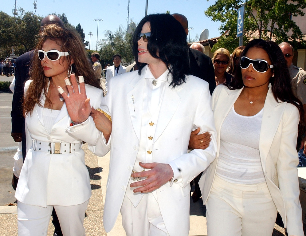 . Michael Jackson, with sisters LaToya, left, and Janet , leave the courthouse during a lunch break in a pretrial hearing in Michael Jackson\'s molestation case in Santa Maria, Calif., Monday, Aug. 16, 2004. (AP Photo/Ed Souza, Pool)