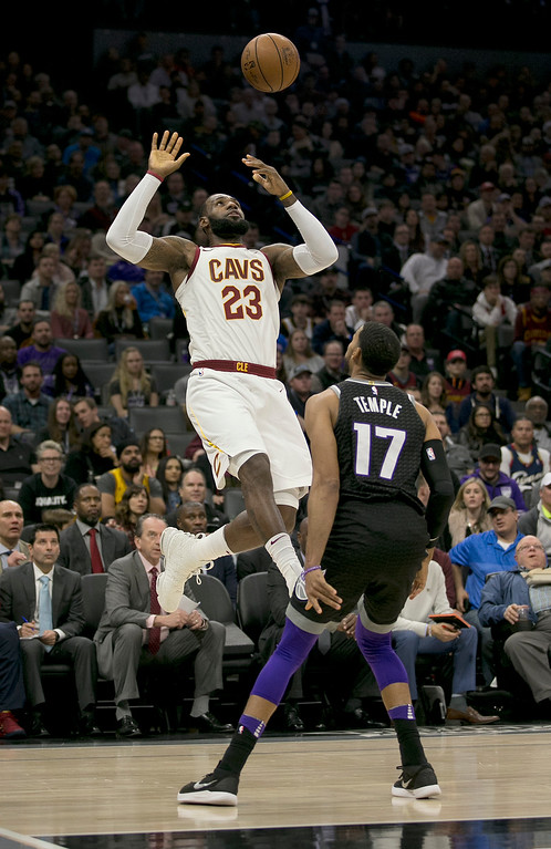 . Cleveland Cavaliers forward LeBron James, left, keeps his eye on the ball after his shot was blocked by Sacramento Kings guard Garrett Temple during the first quarter of an NBA basketball game, Wednesday, Dec. 27, 2017, in Sacramento, Calif. (AP Photo/Rich Pedroncelli)