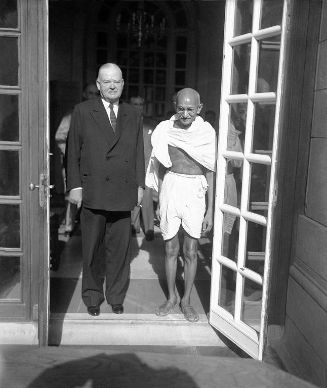. Herbert Hoover, left, President Truman�s special representative investigation food conditions abroad, leaves the Viceroy�s Lodge in New Delhi, India  April 24, 1930, with Mohandas K. Gandhi, Indian Nationalist leader, after comparing notes on Indian food problems. (AP Photo)