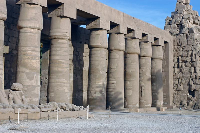 Karnak Temple 01.08.06 0009.jpg