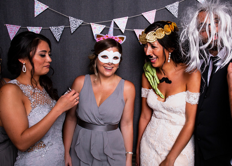Montreal_Wedding_Photographer_Lindsay_Muciy_Photography+Video_M&E_PHOTOBOOTH_138.jpg