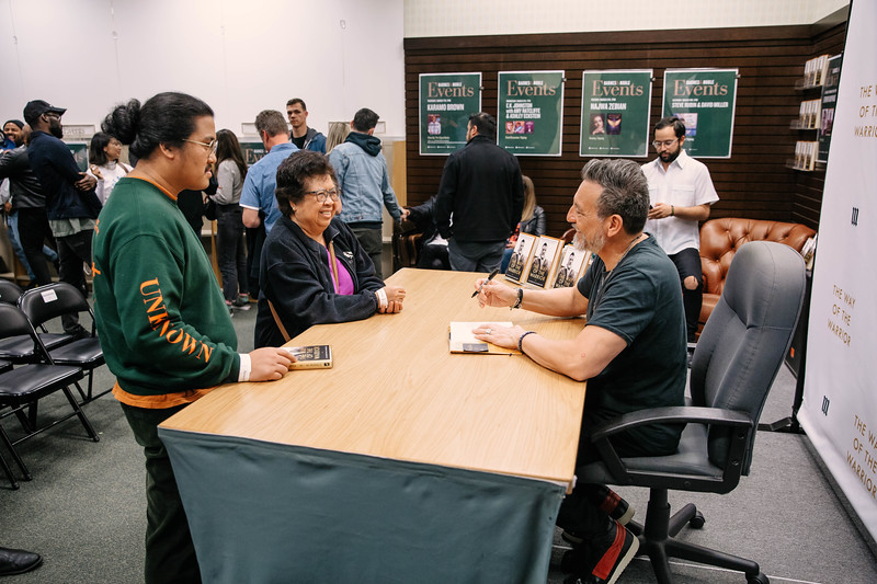 2019_2_28_TWOTW_BookSigning_SP_556.jpg