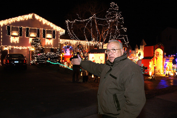 Bill Drelick to end holiday light display