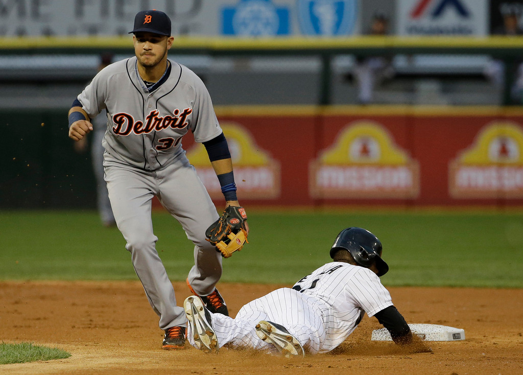 . Chicago White Sox\'s Alejandro De Aza, right, steals second base as Detroit Tigers shortstop Eugenio Suarez misses a ball during the third inning of a baseball game in Chicago on Thursday, June 12, 2014. (AP Photo/Nam Y. Huh)