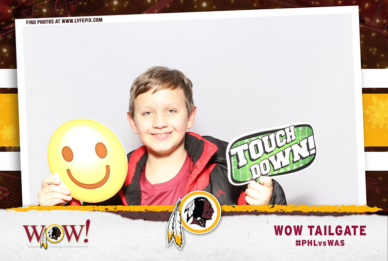 washington-redskins-philadelphia-eagles-wow-fedex-photo-booth-20181230-010809.jpg